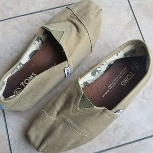 TOMS Classic Canvas Mens Slip On Shoes
